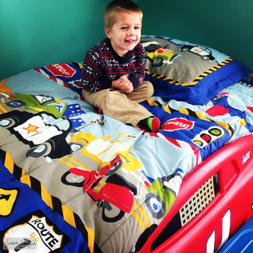 Impressed-by-the-Race-Car-Bed