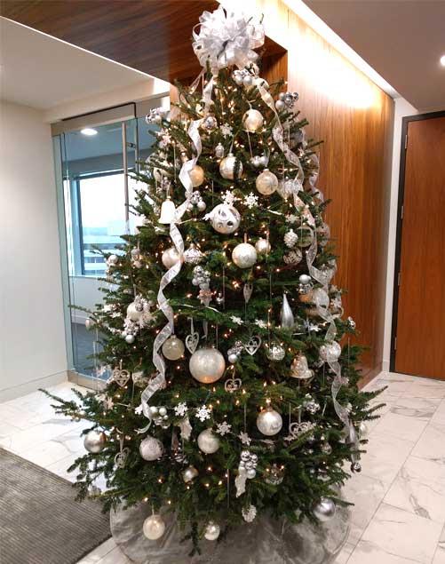 decorated-xmas-tree
